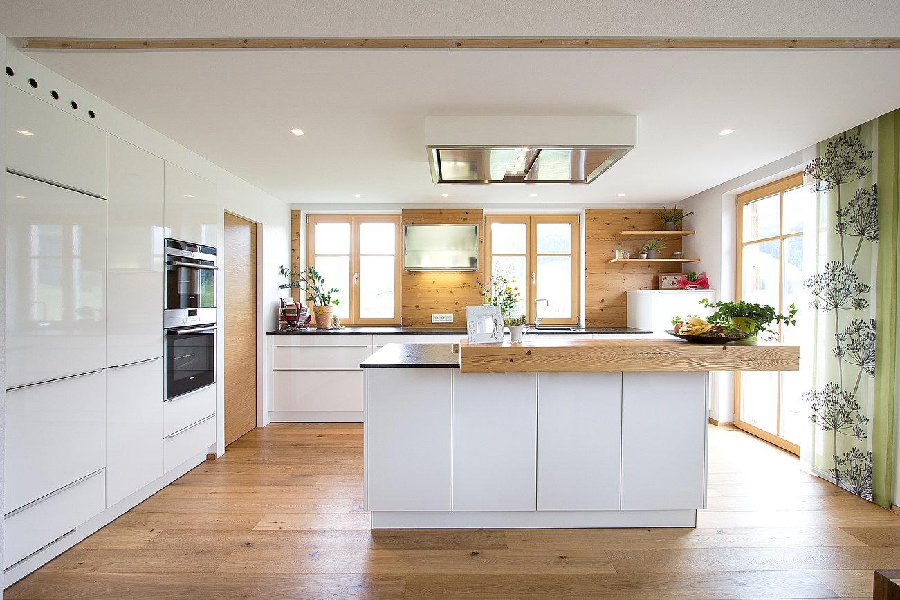 Moderne Küche mit Altholz Laserer Tischler & Küchen