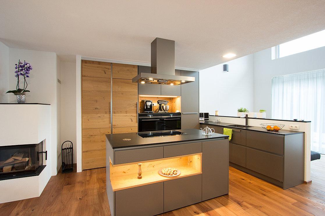 Moderne Küche mit Holz in Bad Ischl  Laserer Küchen