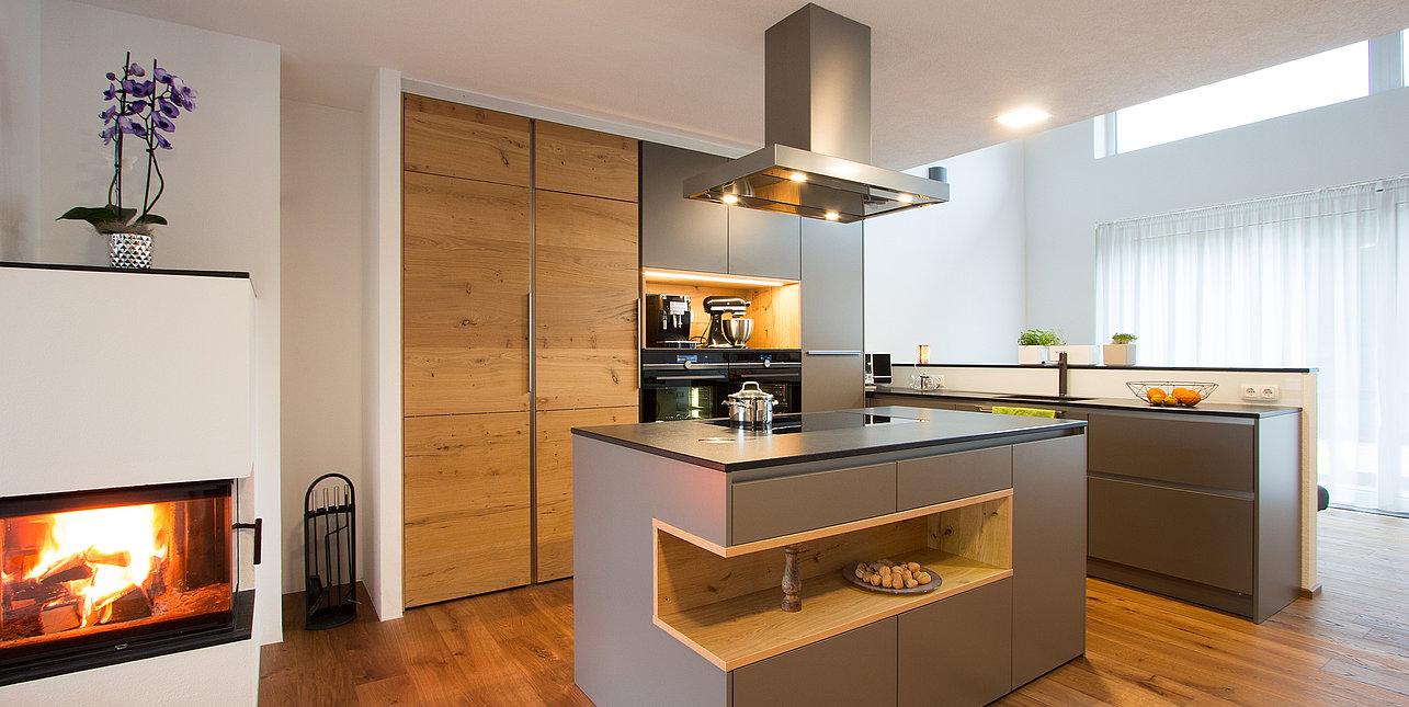 Moderne Kuche Mit Holz Einrichtungsprojekte Laserer Tischlerei