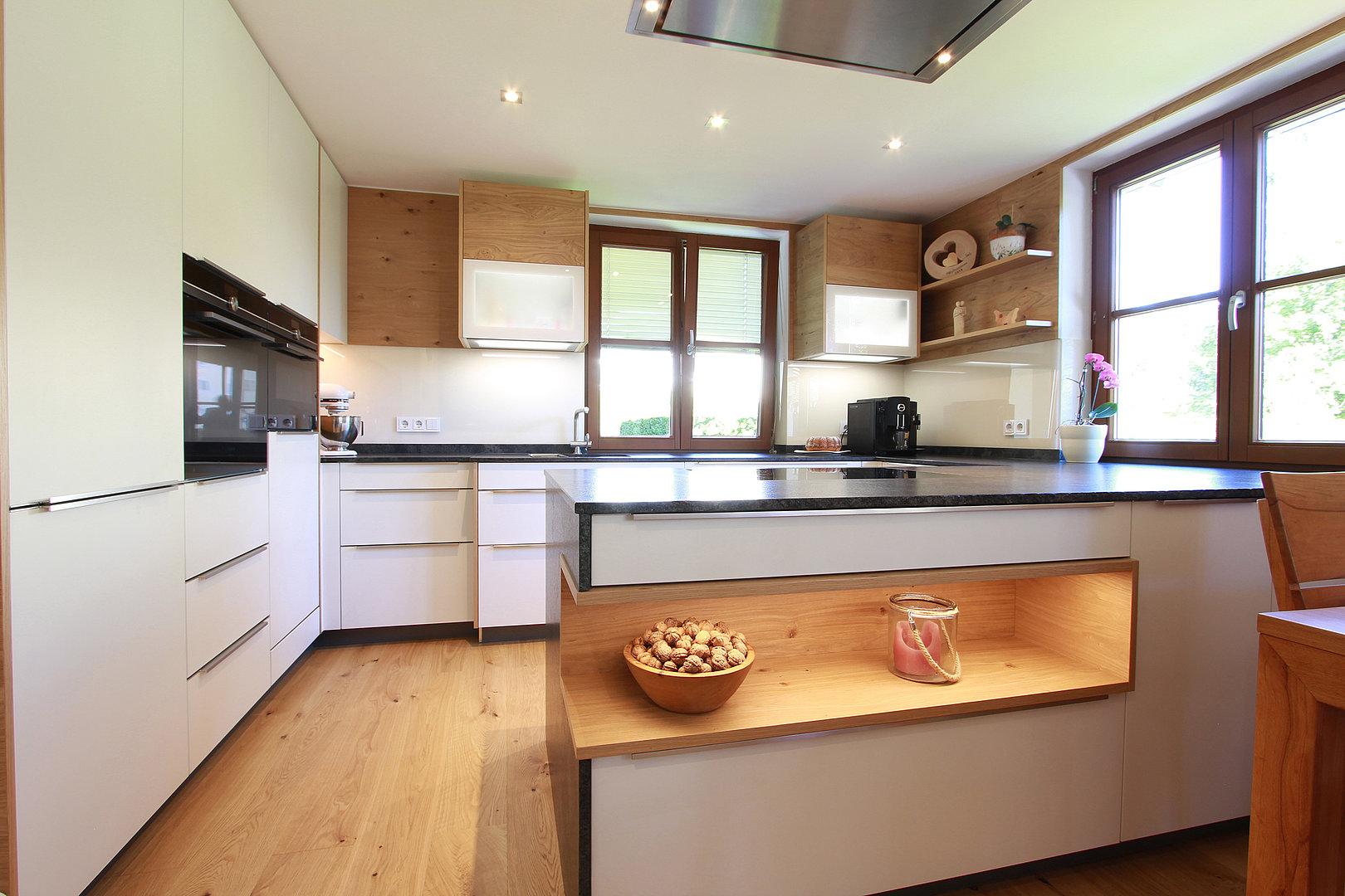gemütliche traditionelle küche | laserer tischlerei & küchen
